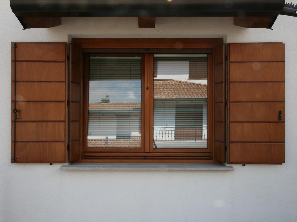 Vendita e installazione finestre in legno pvc e alluminio for Costo finestre legno
